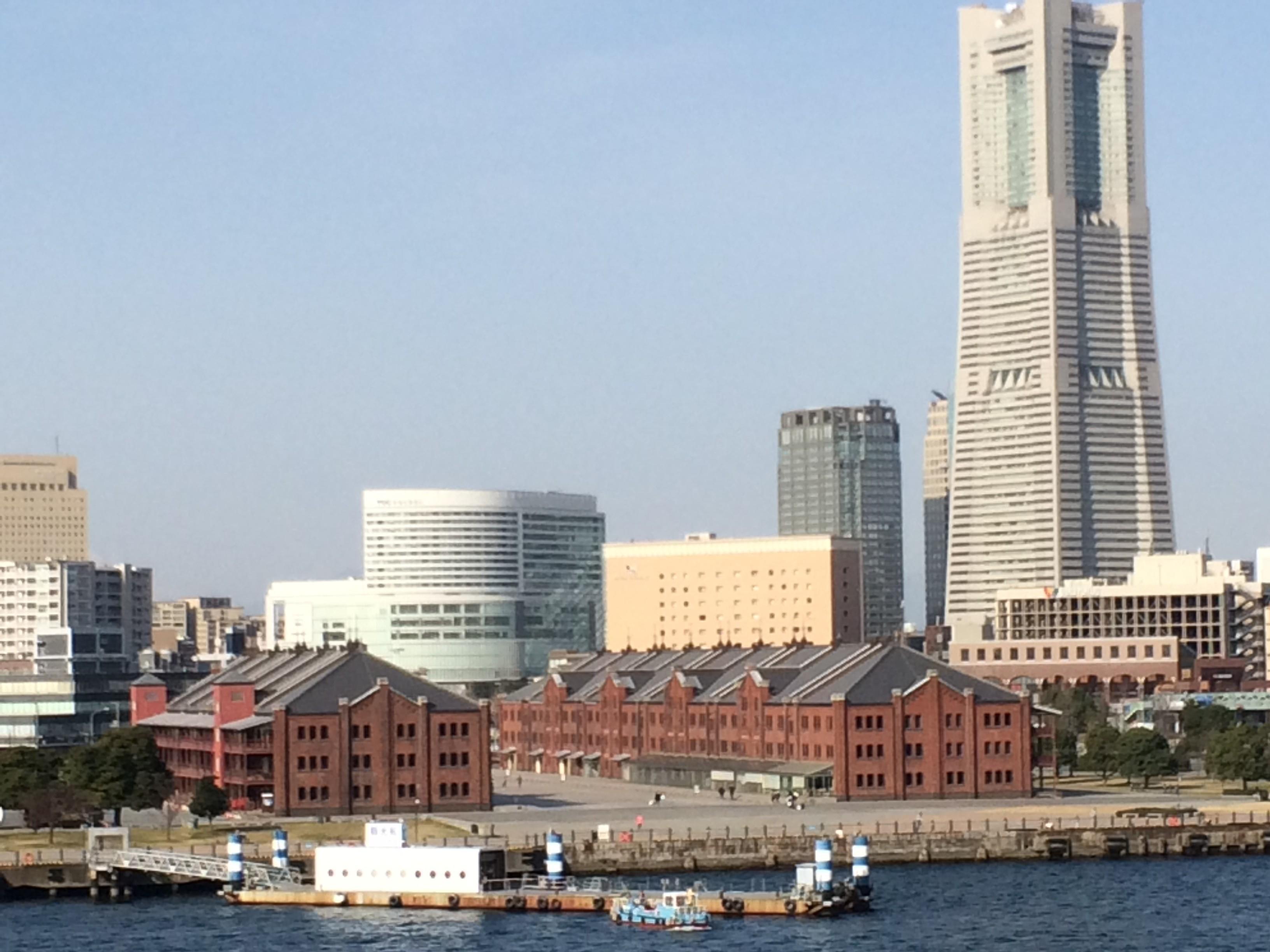 横浜は青春の街、刺激的なつり革。